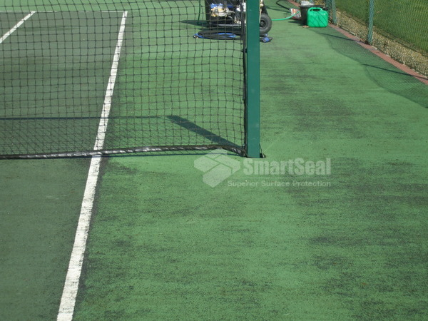how to clean a tennis court surface